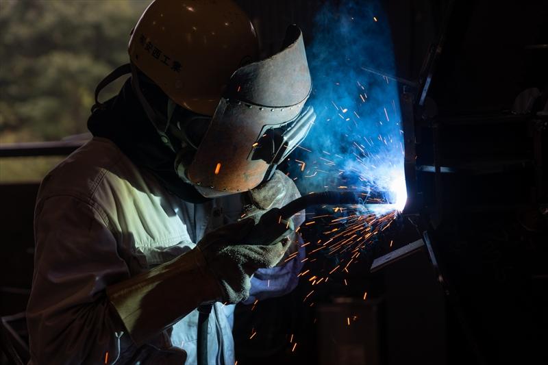 鉄工事業部では主に、鉄骨の柱や梁の製作を行っております。