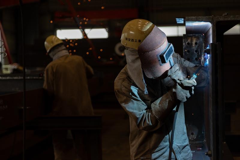 自社工場にて配管の製造加工